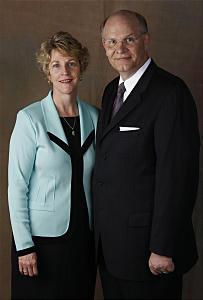 Mormon_woman_photo_Renlund3